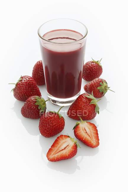 Glass of strawberry smoothie — Stock Photo