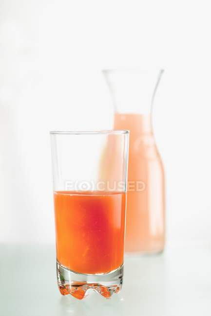 Succo di arancia rossa in vetro — Foto stock
