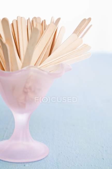 Дерев'яні розвилки морозиво Кубок — стокове фото