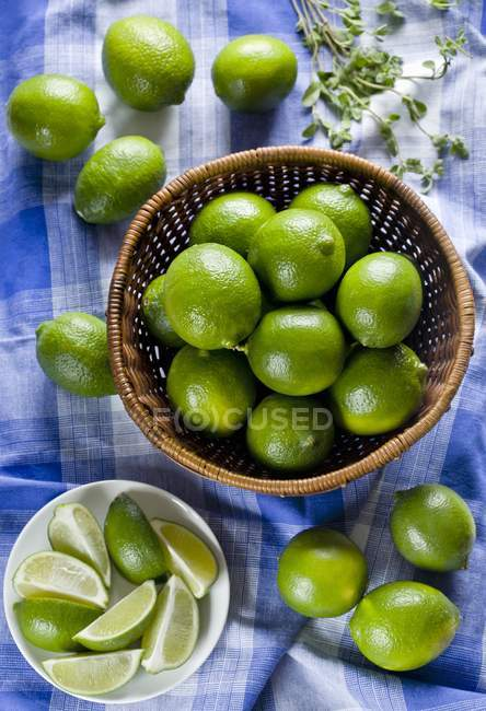 Limes whole and in wedges — Stock Photo