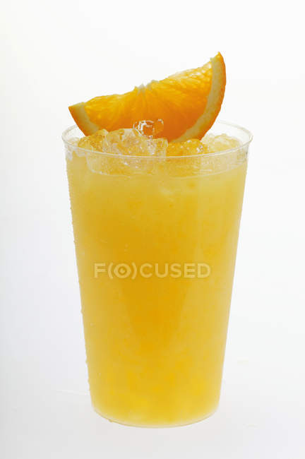 Jus d'orange avec de la glace pilée — Photo de stock