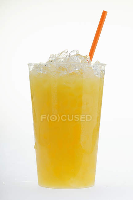Orangensaft mit crushed ice — Stockfoto