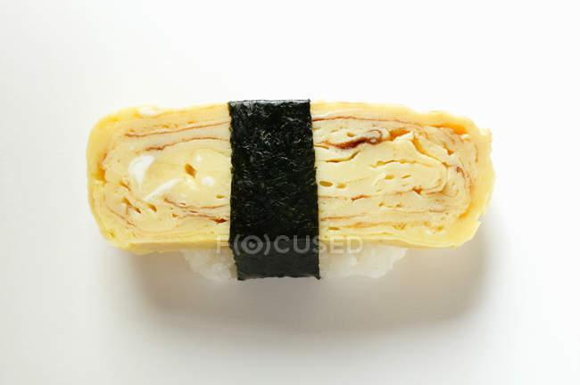Нігірі-суші з яйцем — стокове фото