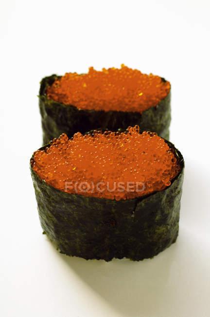 Gunkan-Sushi mit tobiko — Stockfoto