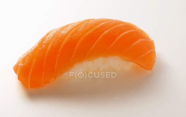 Нігірі-суші з сьомгою — стокове фото