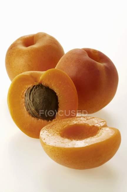Стиглі свіжих абрикоси — стокове фото