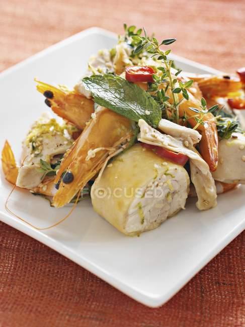 Homard cuit aux crevettes et poulet — Photo de stock