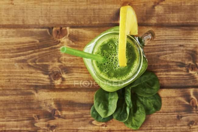Batido verde en frasco - foto de stock