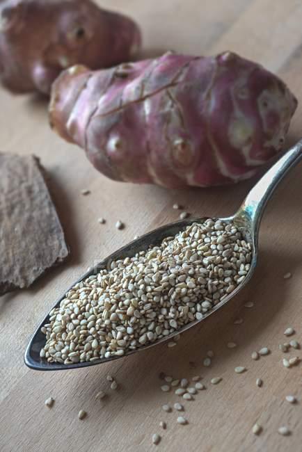 Semi di quinoa e topinambur — Foto stock