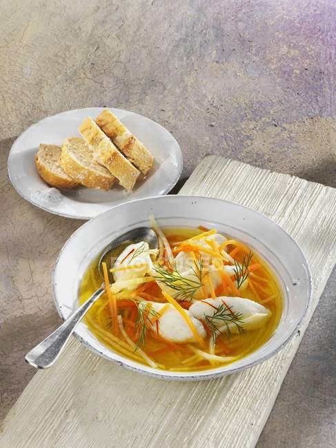 Рыбный суп с овощами — стоковое фото