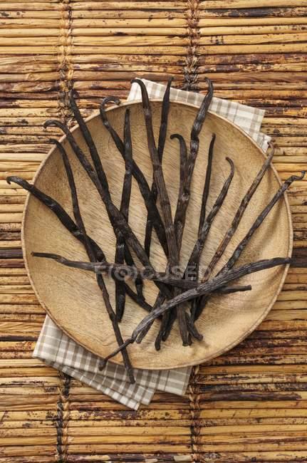Ванільний стручки на дерев'яні плита — стокове фото