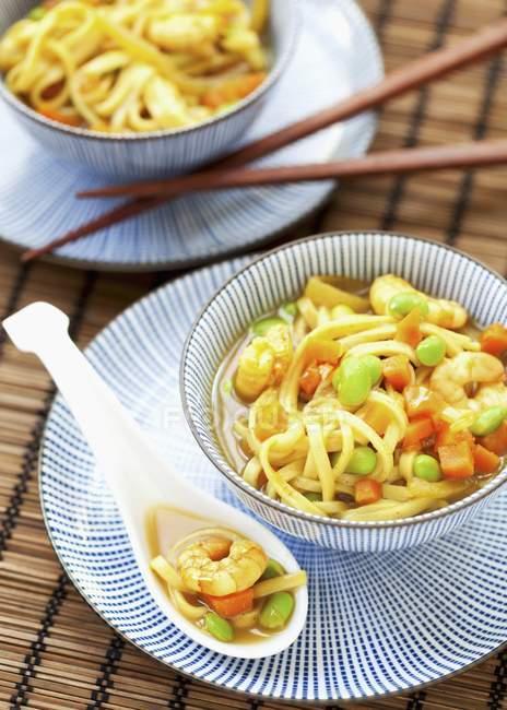 Кацу каррі суп з локшиною — стокове фото