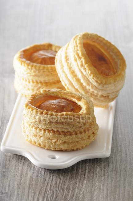 Closeup view of Vol-au-vents pastries on board and grey wooden surface — Stock Photo