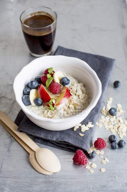 Muesli avec babeurre et fruits — Photo de stock
