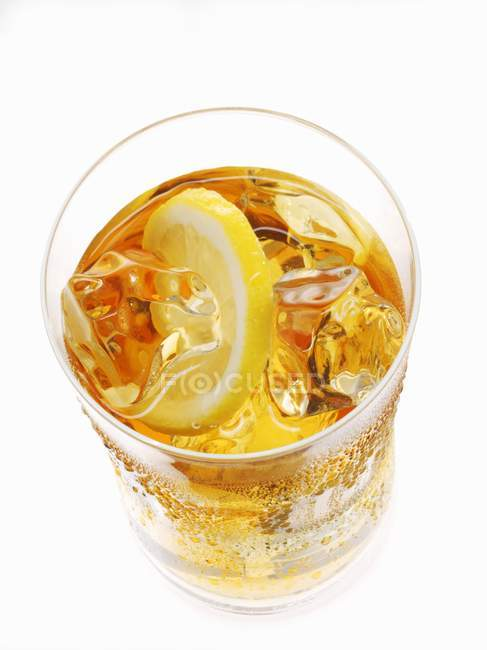 Iced tea with lemon in glass — Stock Photo