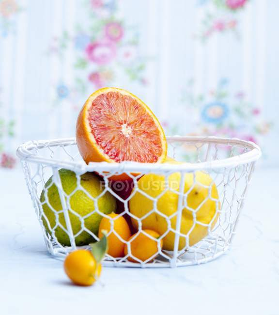 Citrus fruits in wire basket — Stock Photo
