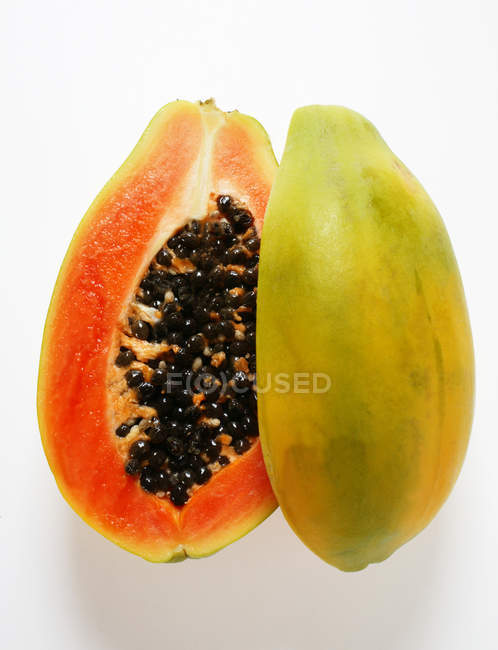 Fresh Halved papaya — Stock Photo