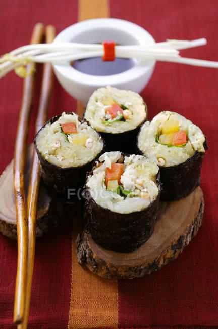 Raw vegetable sushi — Stock Photo