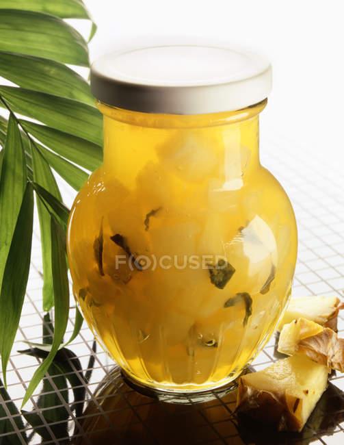 Mermelada de piña en frasco - foto de stock
