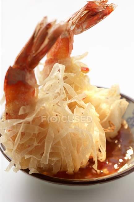 Rei, camarão frito em macarrão de arroz — Fotografia de Stock