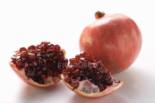 Granadas frescas maduras - foto de stock