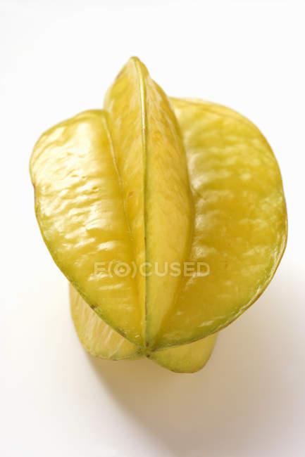 Eine gelbe Karambolen — Stockfoto