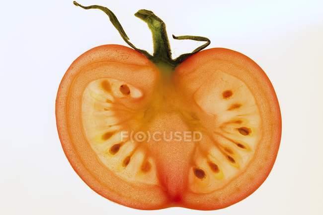 Скибочку томата з стебло — стокове фото