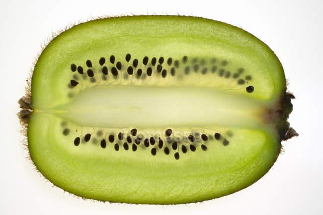 Kiwifrüchte, längs geschnitten — Stockfoto