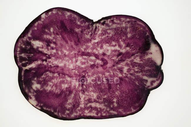 Вид на кусок картофеля с трюфелями — стоковое фото