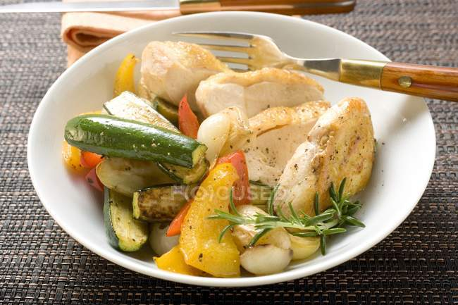 Fried chicken breast with mixed vegetables — Stock Photo