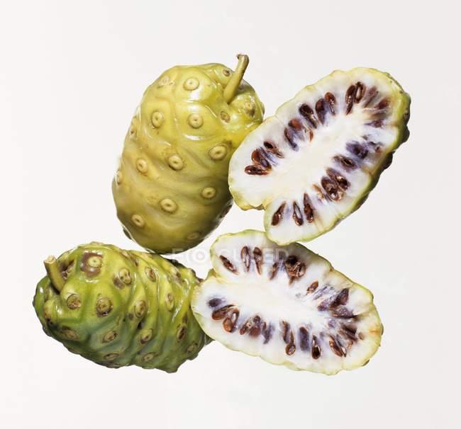 Frutta fresca noni — Foto stock