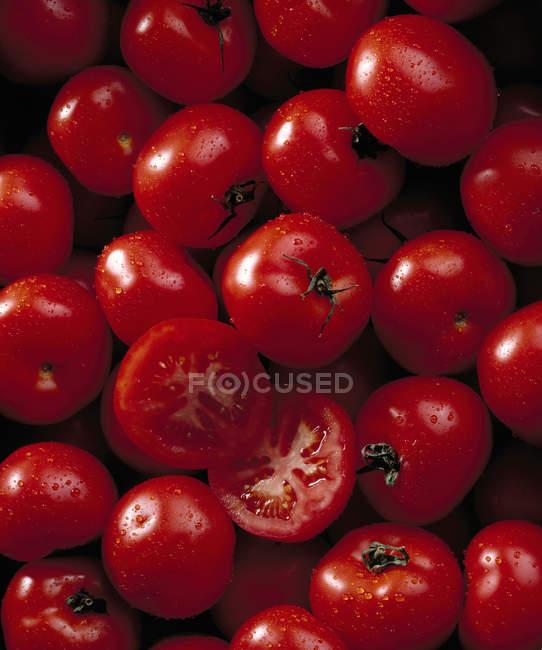 Pomodori con gocce d'acqua — Foto stock