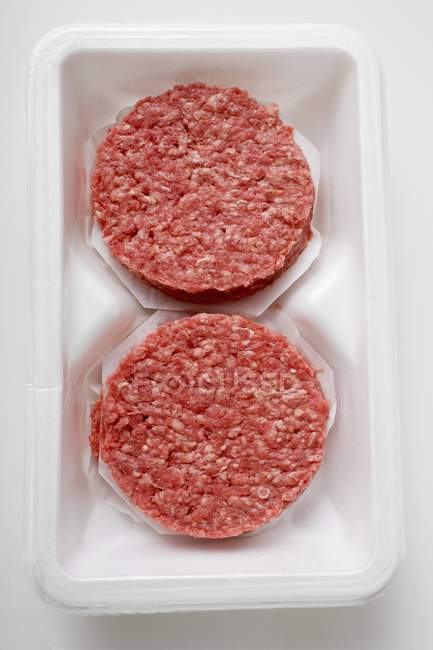 Hamburguesas crudas para hamburguesas - foto de stock