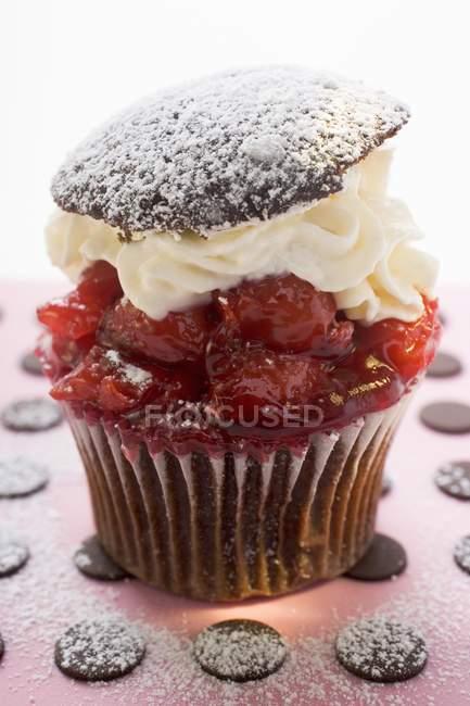 Muffin chocolat cerise — Photo de stock