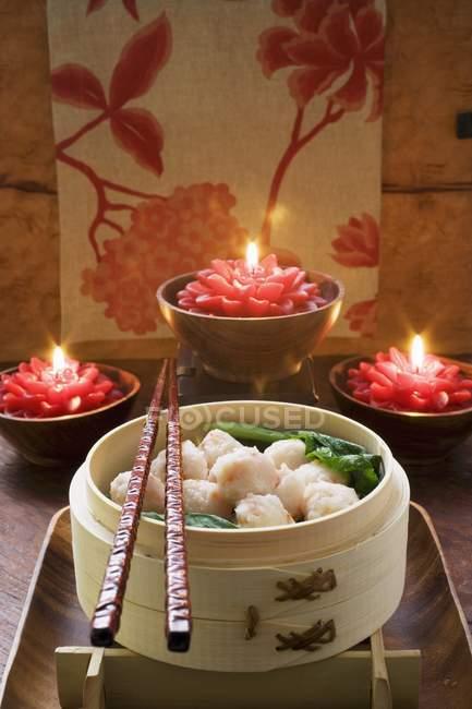Shrimp balls in bamboo steamer — Stock Photo