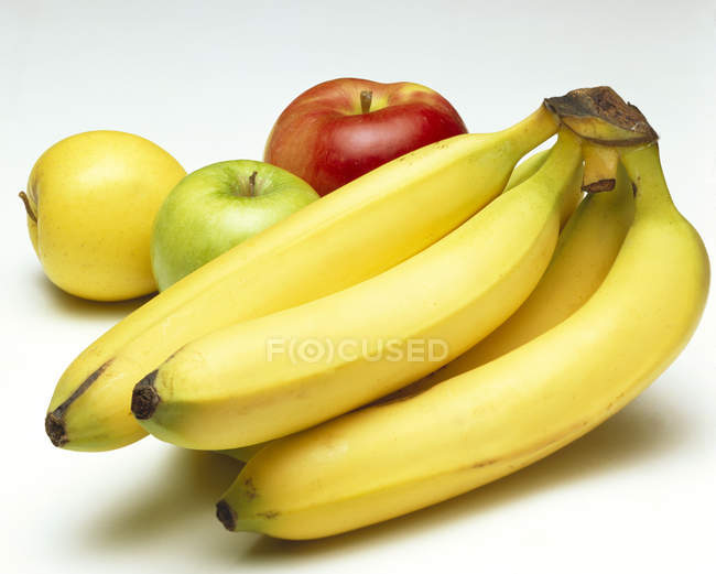 Fersh Ripe Bananas and Apples — Stock Photo