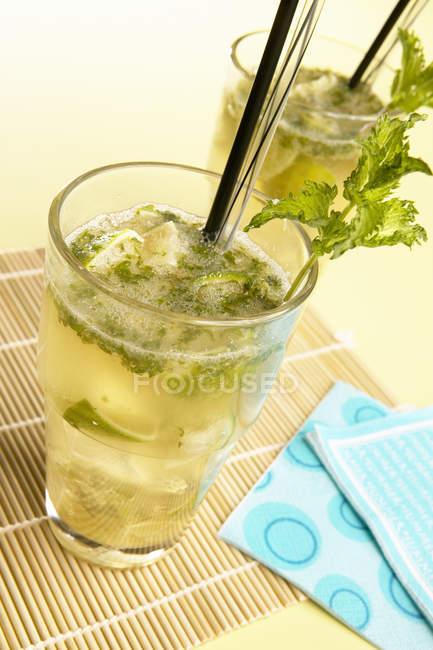 Mojito cocktaisl in glasses — Stock Photo