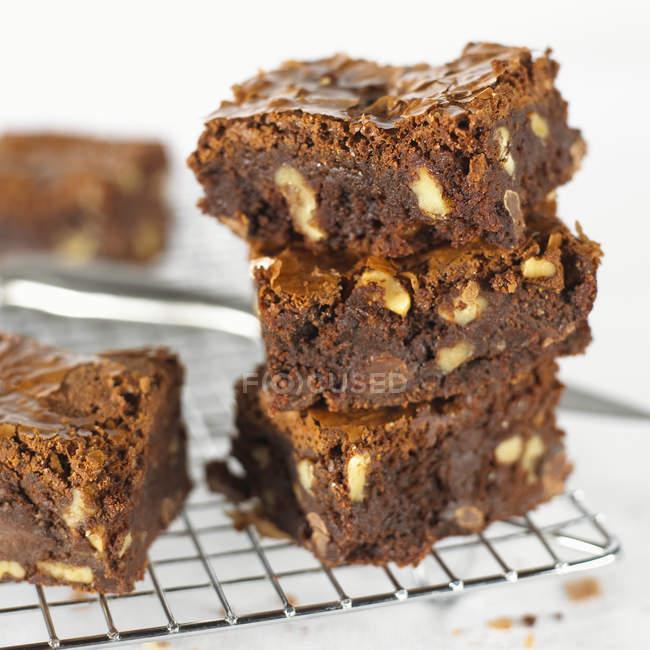 Torta de Brownie en rodajas - foto de stock