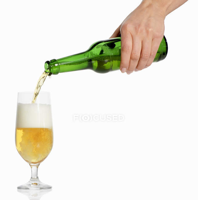 Hand pouring beer — Stock Photo