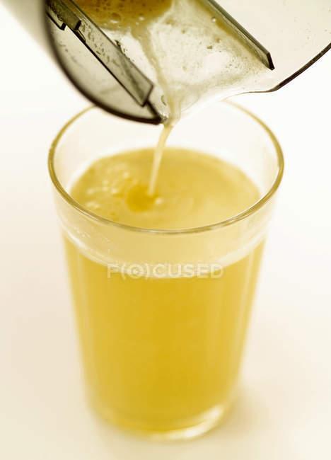 Succo di mela appena spremuto — Foto stock
