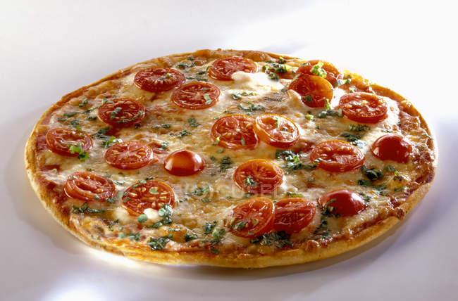 Pizza with tomato slices — Stock Photo
