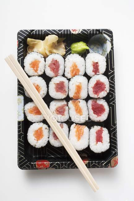 Maki sushi with tuna and salmon — Stock Photo