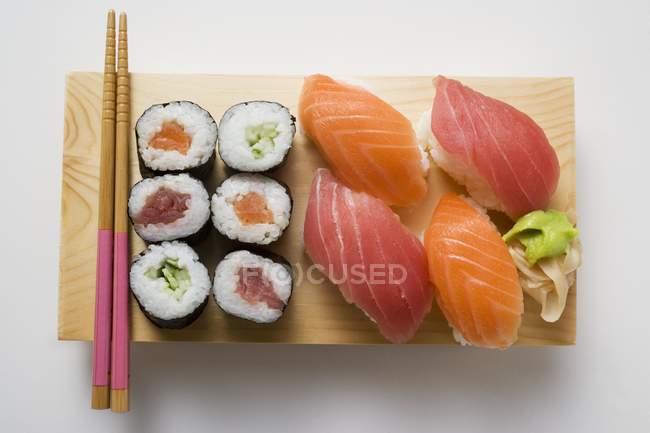 Maki Sushi et Nigiri Sushi — Photo de stock