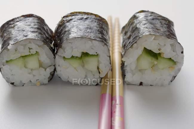 Маки суші з огірком — стокове фото