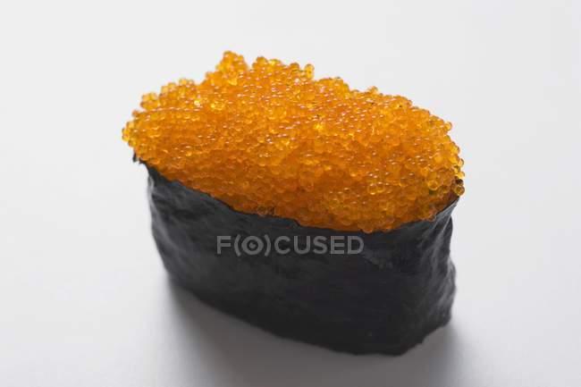 Gunkan суші з тобіко — стокове фото