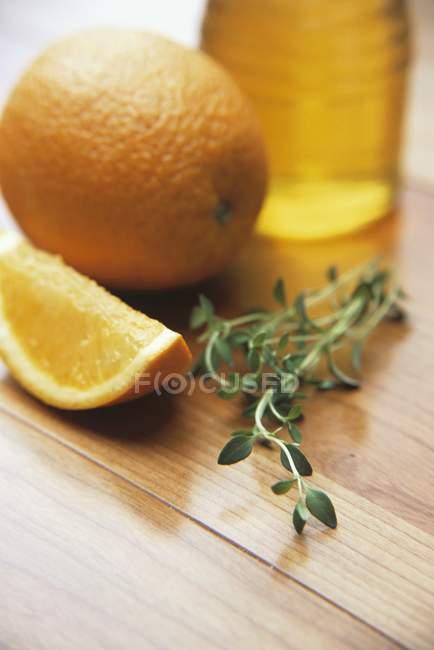 Тимьян с апельсином и медом — стоковое фото