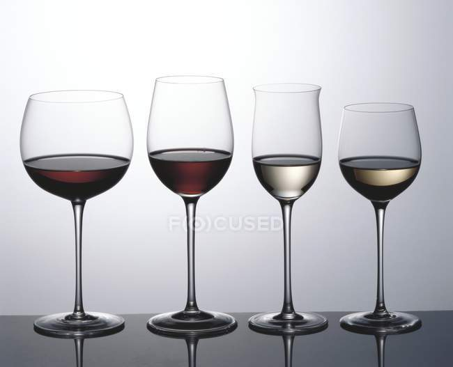 Red wine and white wine — Stock Photo