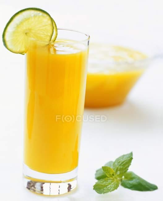 Sumo de laranja decorado — Fotografia de Stock