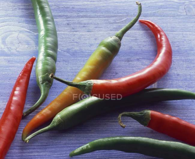 Different coloured chillies — Stock Photo