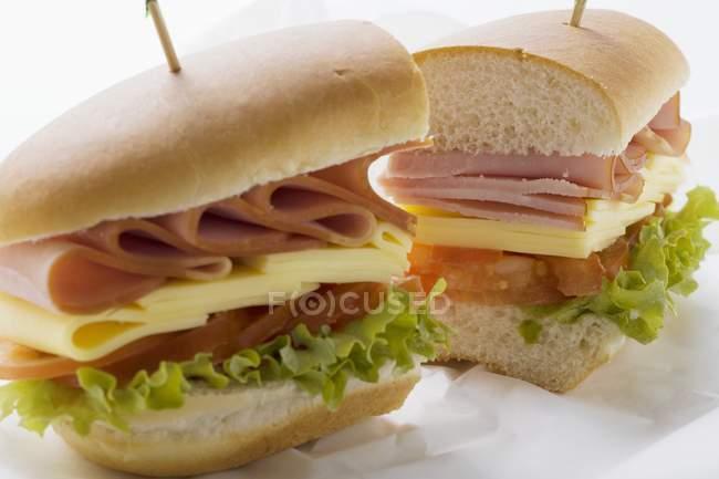 Moitiés de sous sandwich — Photo de stock